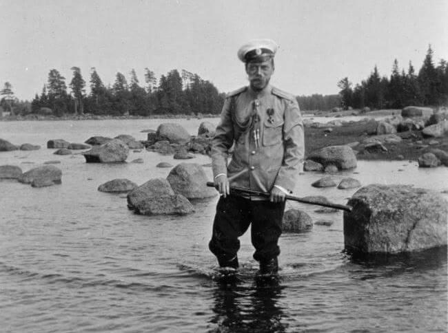 Николай II на прогулке в Финляндии. После безвременной кончины отца в 189