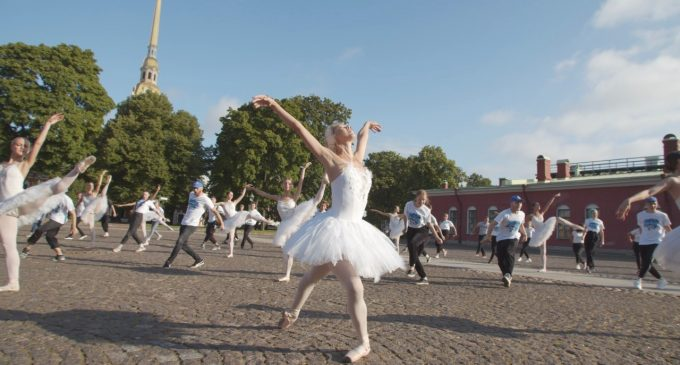 Солистка Михайловского театра приняла участие в танцевальном флешмобе на социальной дистанции