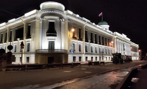 Новая подсветка преобразила здание Ленинградского областного суда
