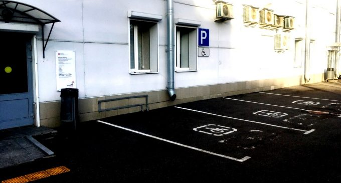 В МФЦ Петербурга с авто инвалидов теперь на «короткой ноге»…
