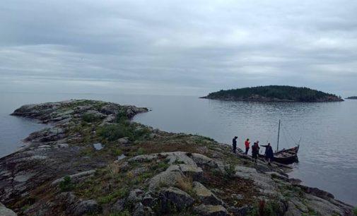 Средневековая ладья и суровые скалы ждут туристов в Северном Приладожье