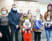 Мэр Сыктывкара Наталья Хозяинова вручила ключи от новых квартир