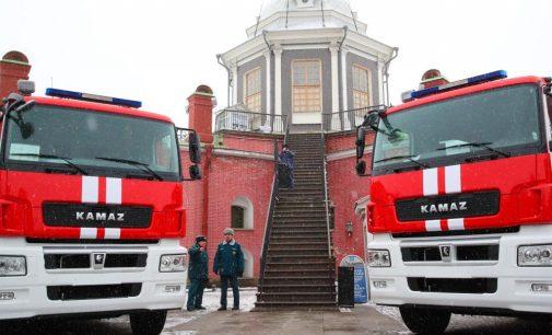 Санкт-Петербург. Смольный передал противопожарной службе 11 машин