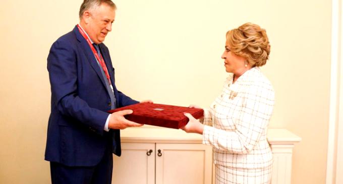 Валентина Матвиенко награждена высшим знаком отличия Ленинградской области