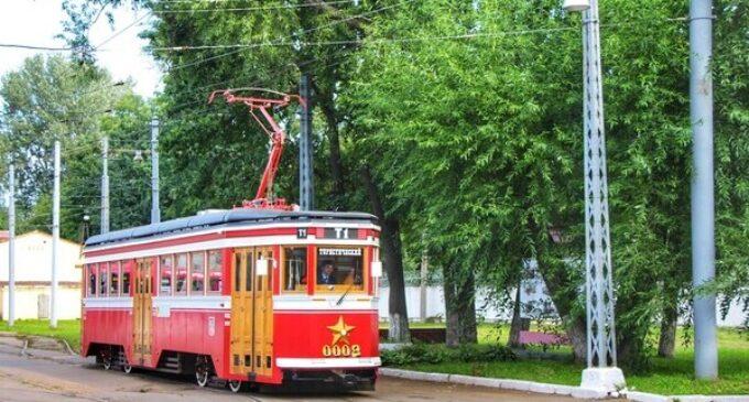 Туристический трамвай доехал до экватора лета
