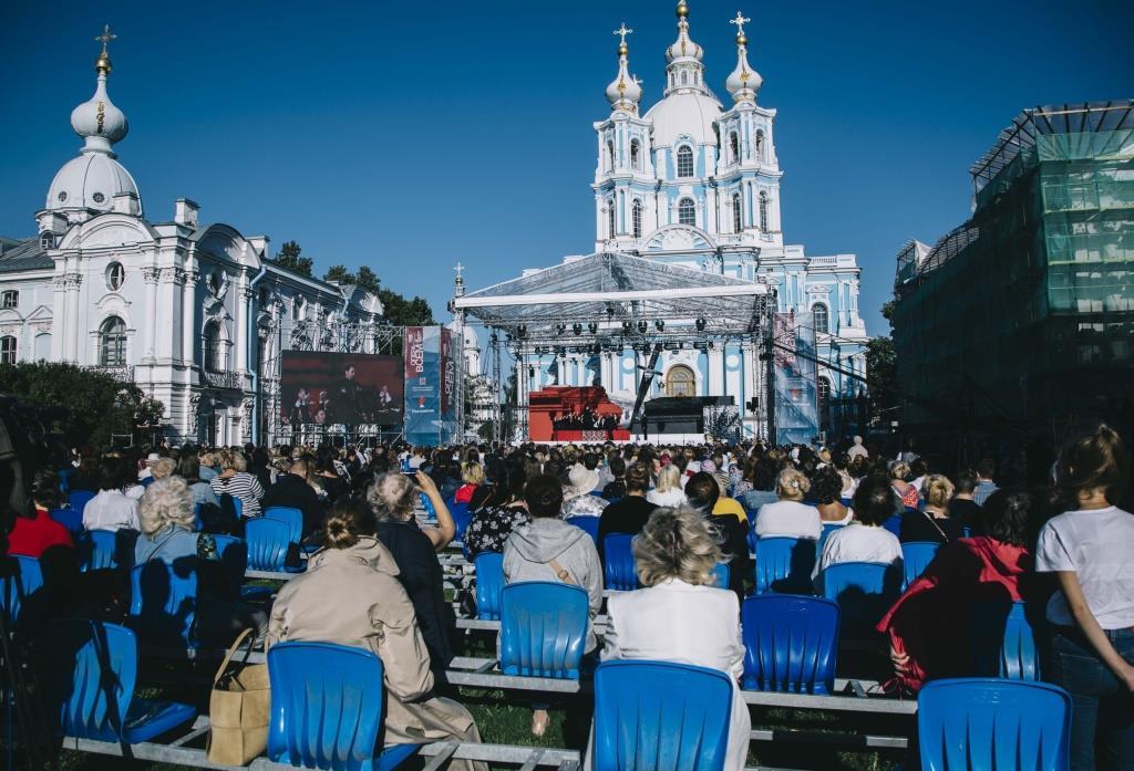 Снимок №12. Опера Беллини Капулети и Монтекки ставится сегодня не часто, однако фестиваль Опера всем взялся за это раритетное произведение. Оперу Винченцо Беллини давали перед Смольным собором