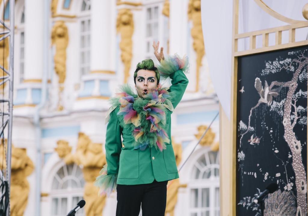 Снимок №14. Екатерининский дворец в Пушкине. Сцена из оперы Вольфганга Амадея Моцарта Волшебная флейта. На сцене - птицелов Папагено