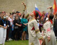 Государственный флаг — над первой столицей Руси, Старая Ладога в праздничном убранстве…