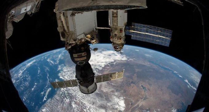 Земля в иллюминаторе. Российские космонавты завершили работу в открытом космосе!